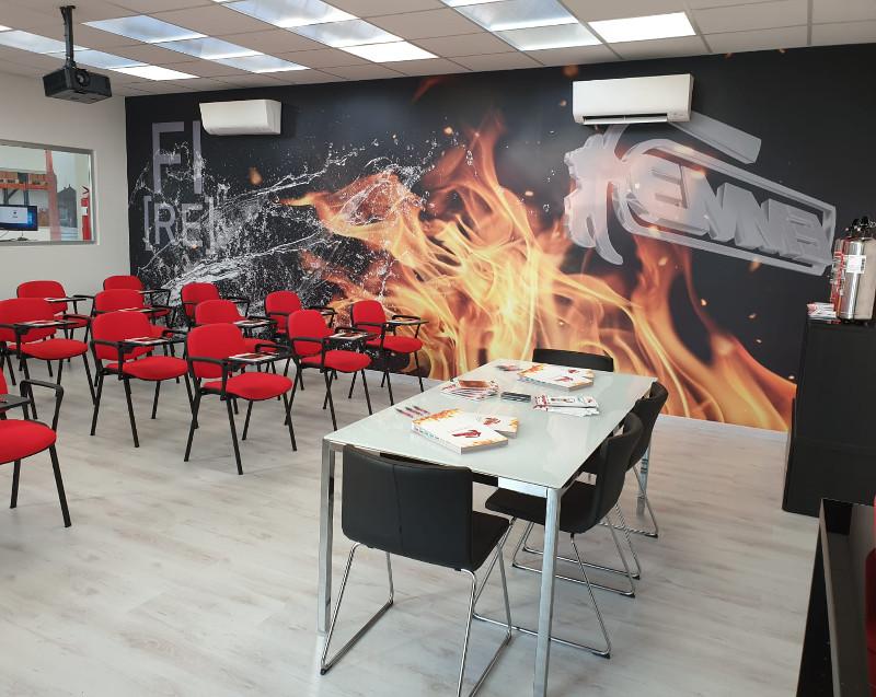 https://www.emme-italia.com/sites/default/files/revslider/image/affitto-aula-formazione-sala-meeting-reggio-emilia.jpeg